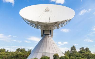 Vom Hochtaunus kommen TV und Internet per Satellit in die Welt