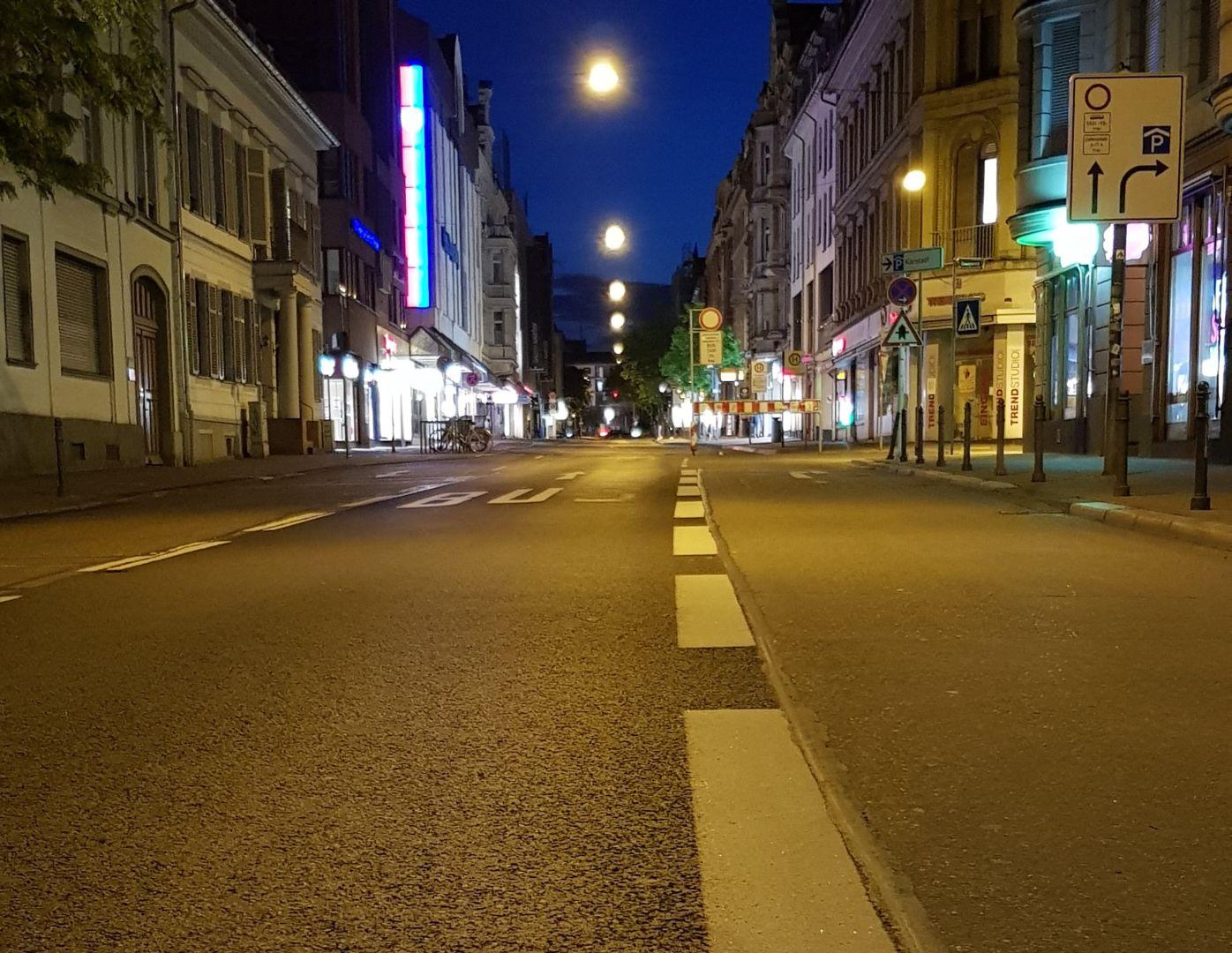 Leere Innenstadt von Wiesbaden im Lockdown